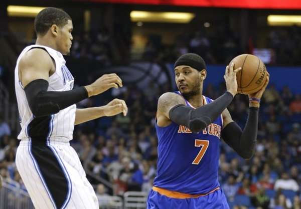 New York Knicks' Carmelo Anthony (7) looks to