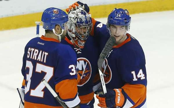 Evgeni Nabokov, center, celebrates a 3-0 win against