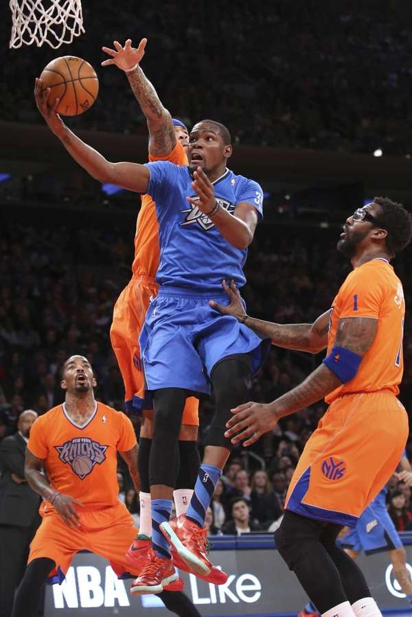 Oklahoma City Thunder forward Kevin Durant shoots a