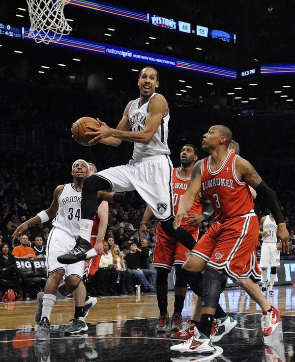 Nets guard Shaun Livingston passes the ball from