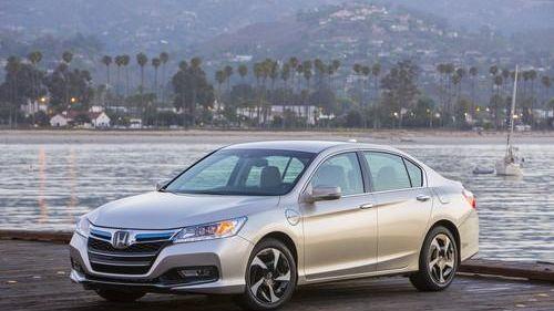 Visually, the 2014 Honda Accord Hybrid lacks the