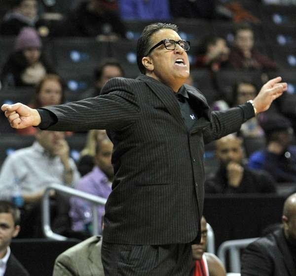St. John's head coach Steve Lavin directs his