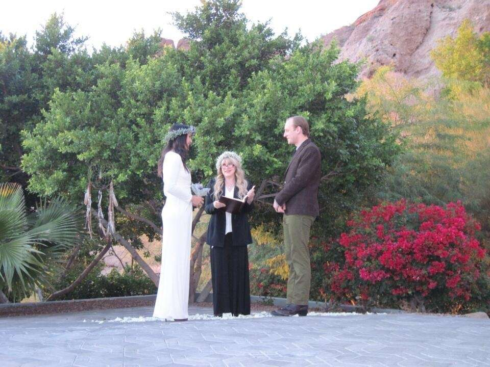Stevie Nicks officiated at the wedding of singer