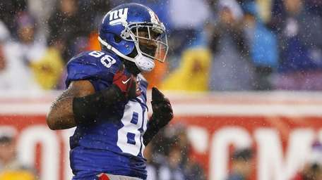Hakeem Nicks celebrates after making a catch against