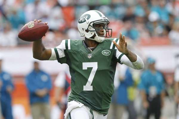 Geno Smith throws the ball during a game