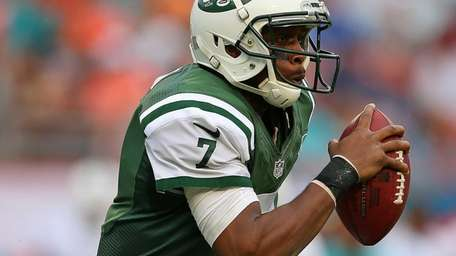 Geno Smith rushes during a game against the