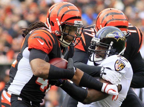 Cincinnati Bengals running back BenJarvus Green-Ellis is tackled