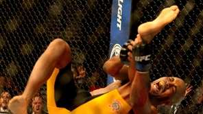 Anderson Silva breaks his leg in the second