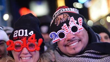Thousands of revelers gather in Times Square to