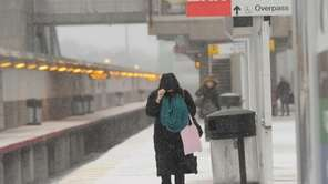 Commuters battle heavy snow and cold weather as
