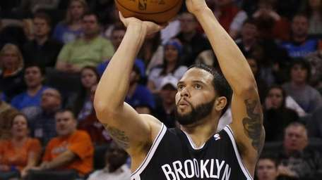Nets guard Deron Williams shoots undefended in the