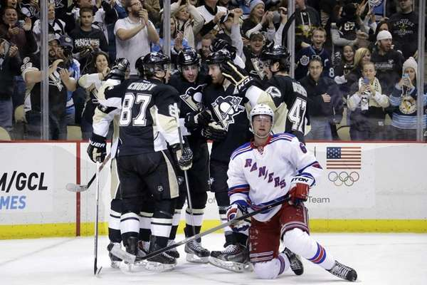 Pittsburgh Penguins' Sidney Crosby celebrates his goal with