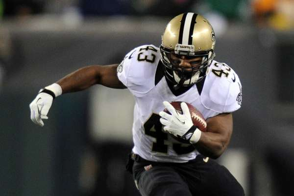 Darren Sproles of the New Orleans Saints runs