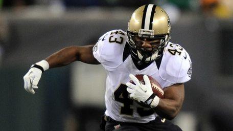 Darren Sproles of the New Orleans Saints runs