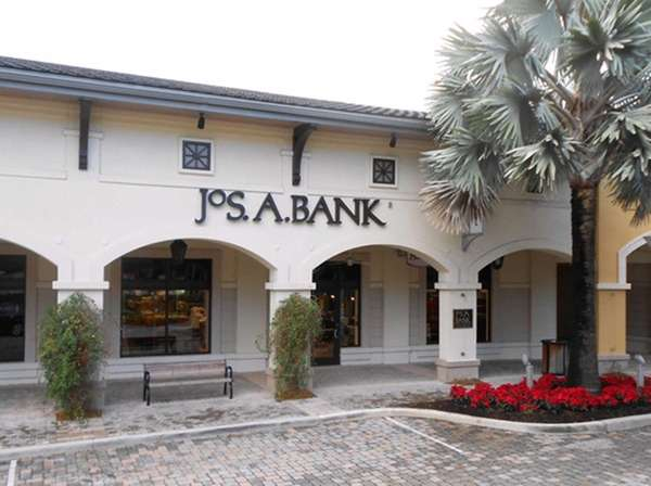 A Jos. A. Bank store at the Shops