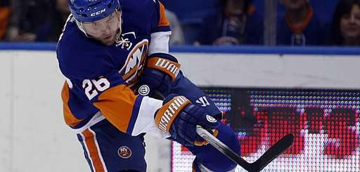 Islanders left wing Thomas Vanek (26) takes a