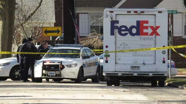 Two robbers tied up a Federal Express driver