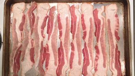 Cooking bacon in the oven on a sheet