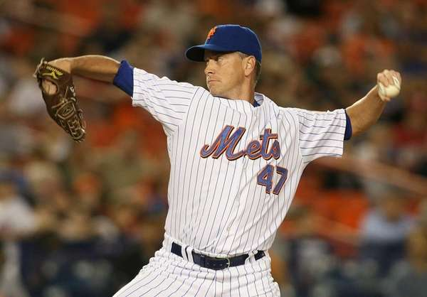Tom Glavine of the Mets pitches against the