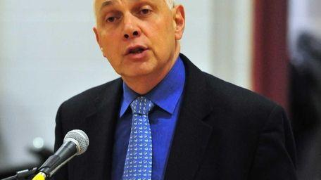 NYSUT president Dick Iannuzzi speaks at Nyack High