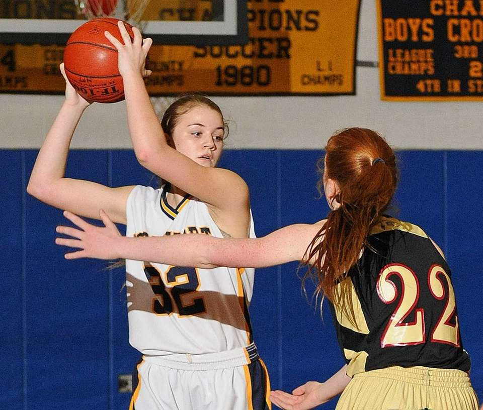 Northport's Sarah Simmons, left, looks to pass around