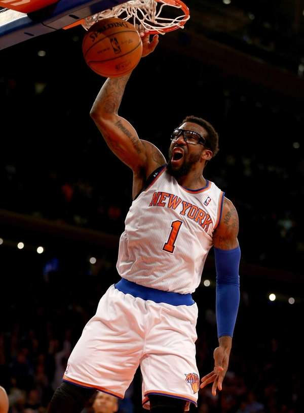 Amar'e Stoudemire celebrates his dunk in the fourth