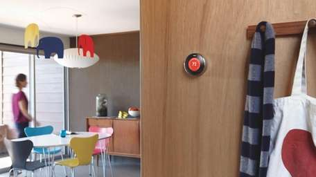 The Nest thermostat learns users' schedules and programs