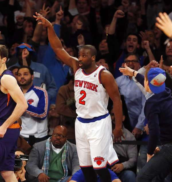 Raymond Felton hits a three-pointer late in the
