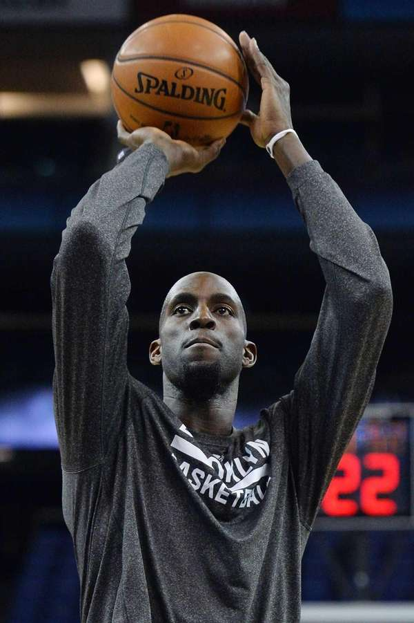 Kevin Garnett takes part in a training session