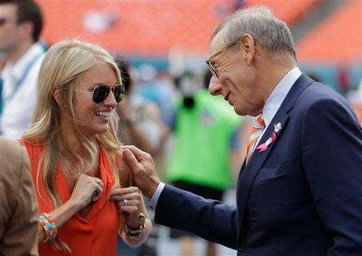 Lauren Tannehill, left, wife of Miami Dolphins quarterback