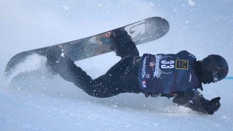 Shaun White falls during the men's snowboarding slopestyle