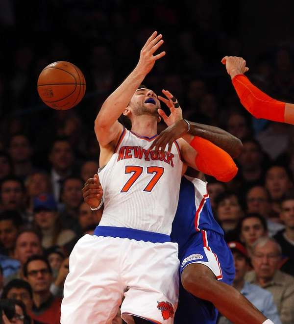 Andrea Bargnani is fouled by DeAndre Jordan. (Jan.