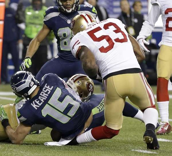 San Francisco 49ers' NaVorro Bowman injures his leg