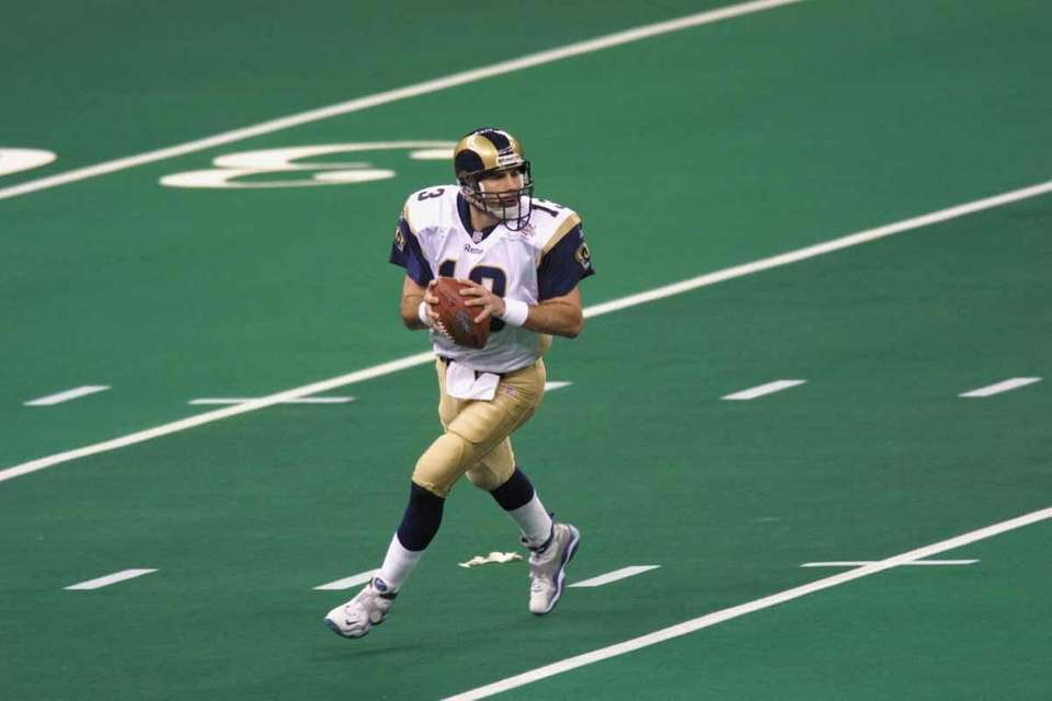 St. Louis QB Kurt Warner was named MVP