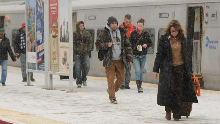 LIRR commuters brave the cold and snow at