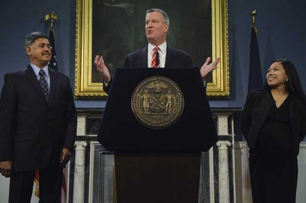 New York City Mayor Bill de Blasio, center,
