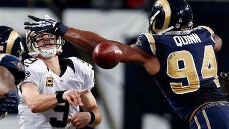 New Orleans Saints quarterback Drew Brees, left, throws