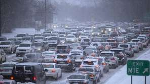 Snowfall puts Meadowbrook Parkway traffic at a standstill