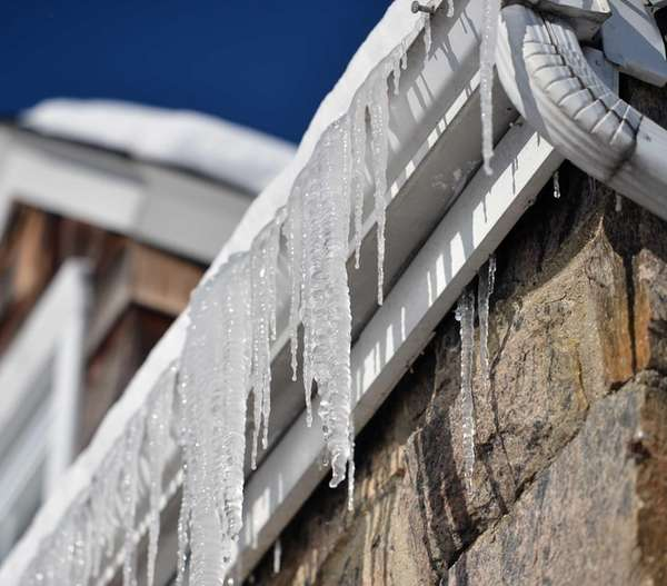 Icicles hang from the gutter of a Roslyn