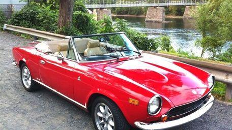 The 1980 Fiat Spider owned by Gabriel Villamizar.