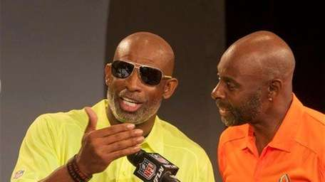 Pro Football Hall of Famer Jerry Rice, right,