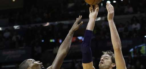 Los Angeles Lakers center Pau Gasol shoots over