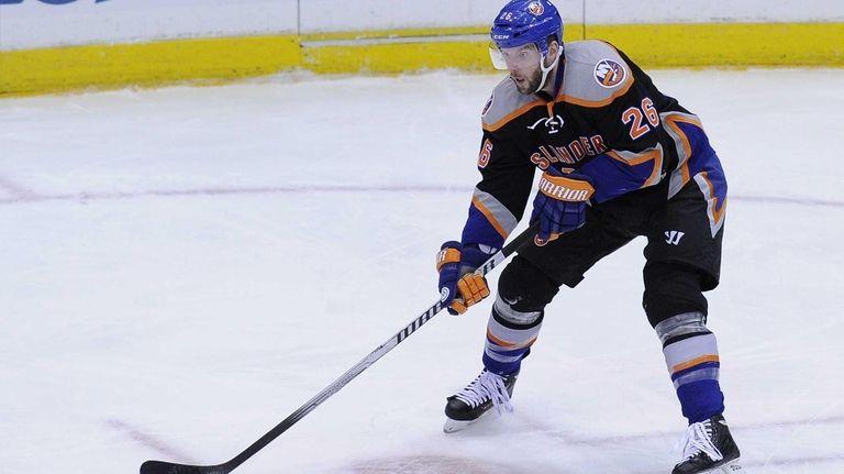 Thomas Vanek skates against the Blues at Nassau