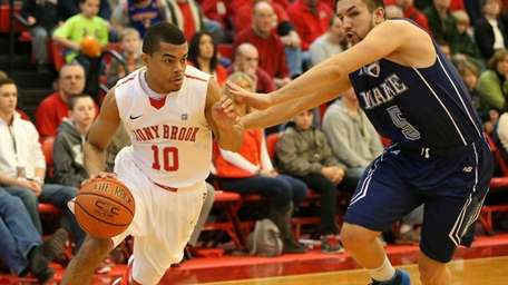 Stony Brook's Carson Puriefoy lll drives the baseline