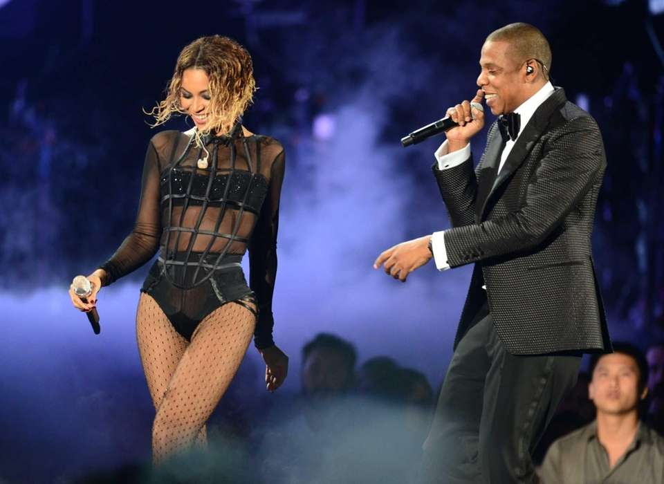 Beyonce and Jay Z open the 56th Grammy
