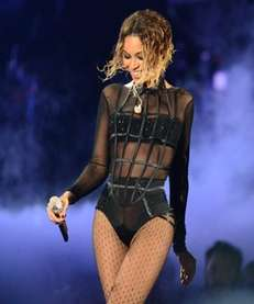 Beyonce's steamy chair-dance at the Grammy's nearly stole