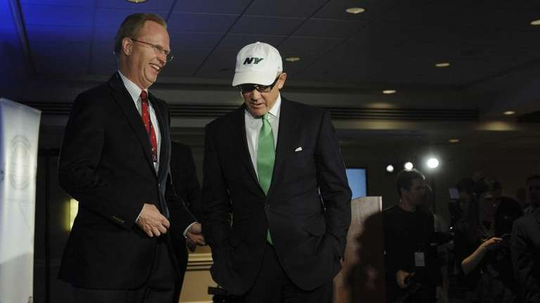 Giants owner John Mara, left, chats with Jets
