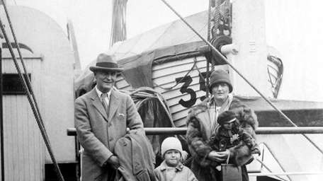 F. Scott Fitzgerald poses with wife Zelda and