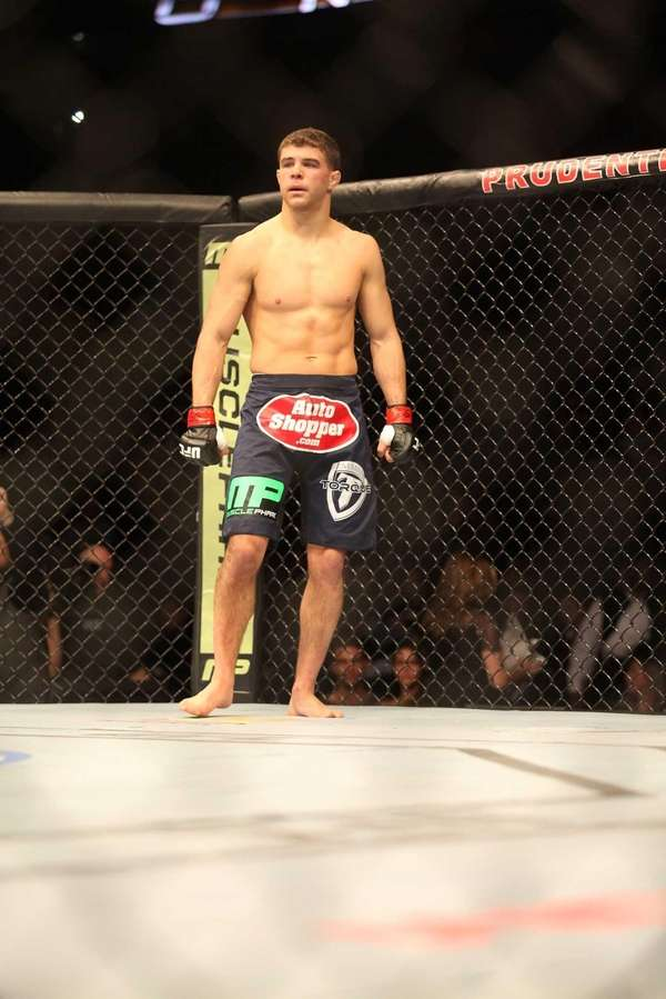 Al Iaquinta defeats Kevin Lee at UFC 169