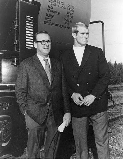 Terry Bradshaw, right, and his father William M.